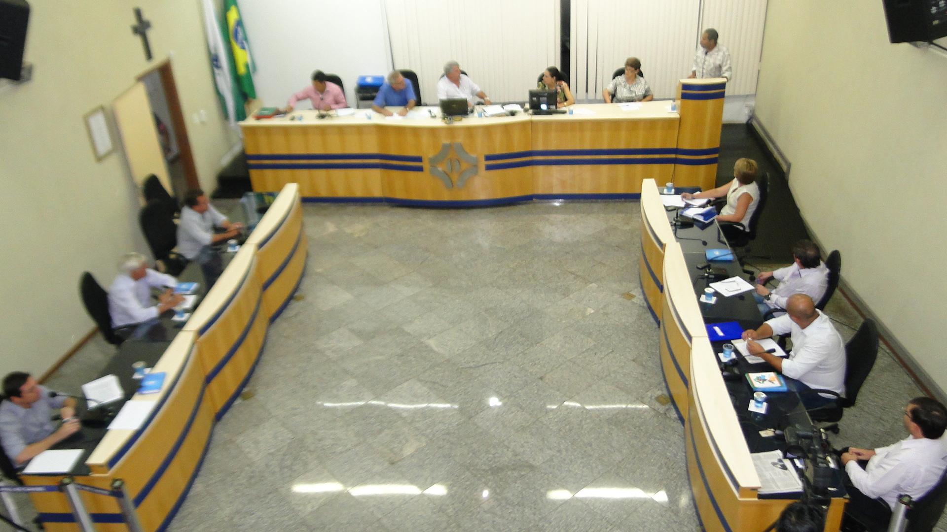 Requerimentos e ofícios apresentados pelos Vereadores na sessão ordinária do dia 04/03/2013