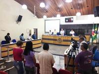 Câmara Municipal realiza um minuto de silêncio pela morte do munícipe Sr. Orlando Balduino dos Santos.