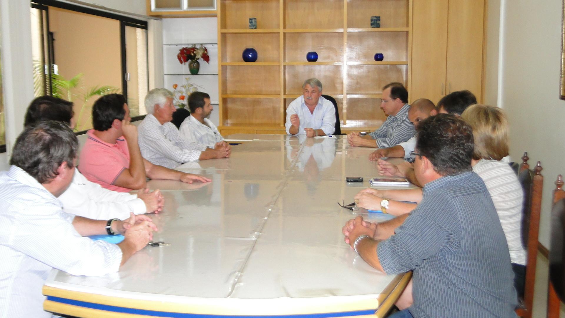 Prefeito e vereadores promovem primeiro encontro oficial