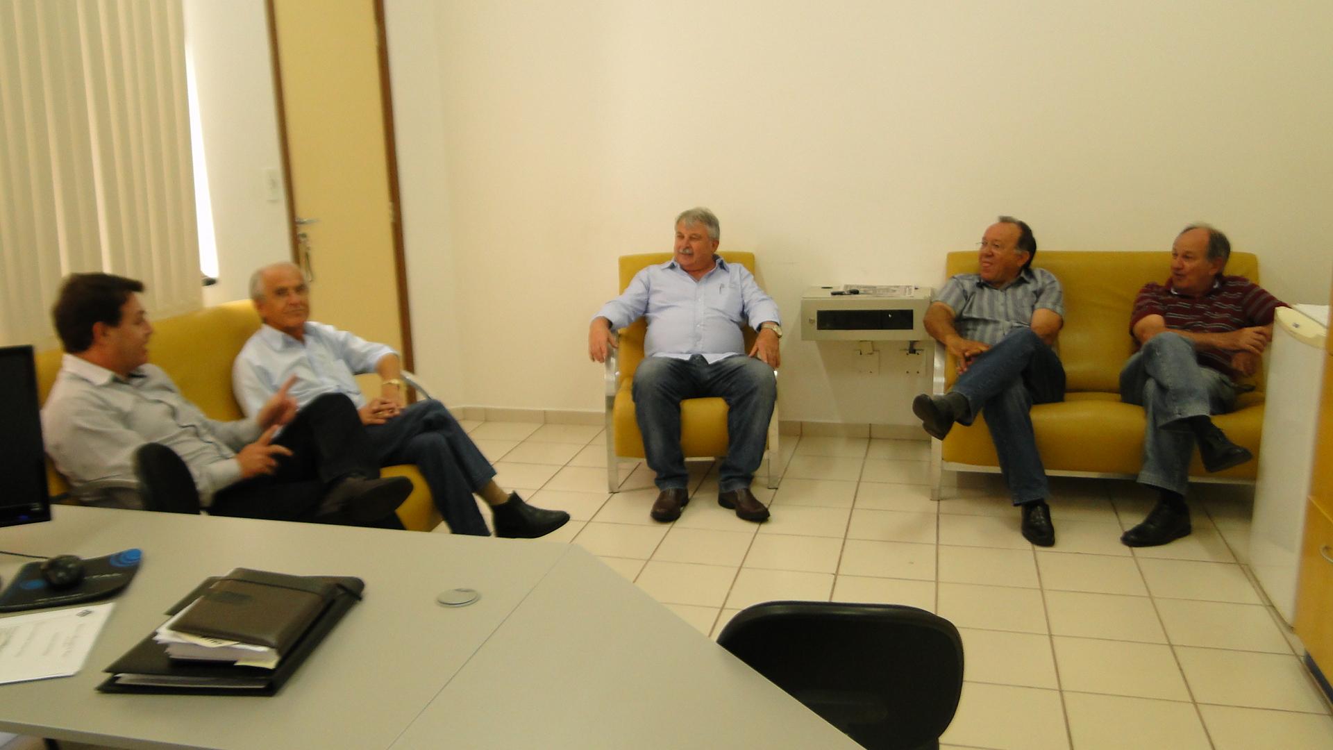 Presidente recebe visita da comissão executiva do PDT