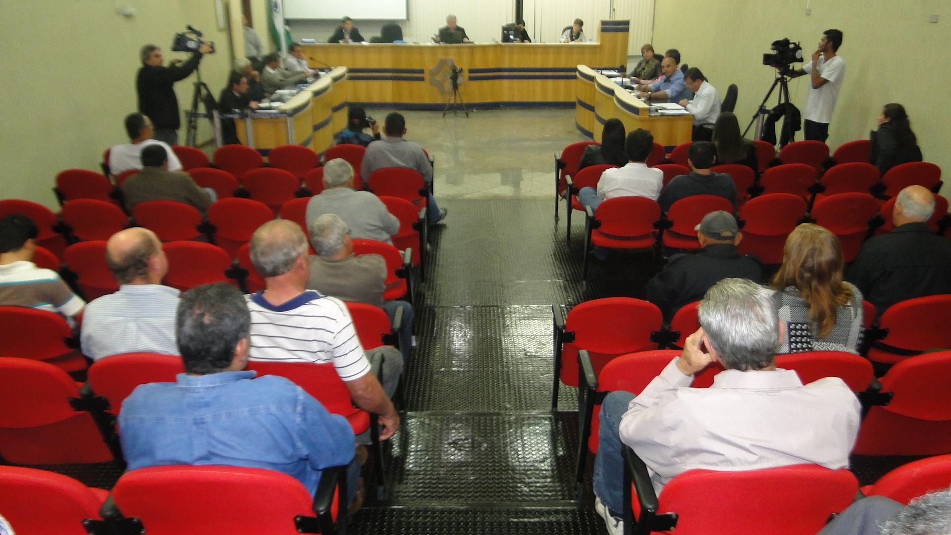 Requerimentos e ofícios apresentados pelos Vereadores na sessão ordinária do dia 01/07/2013
