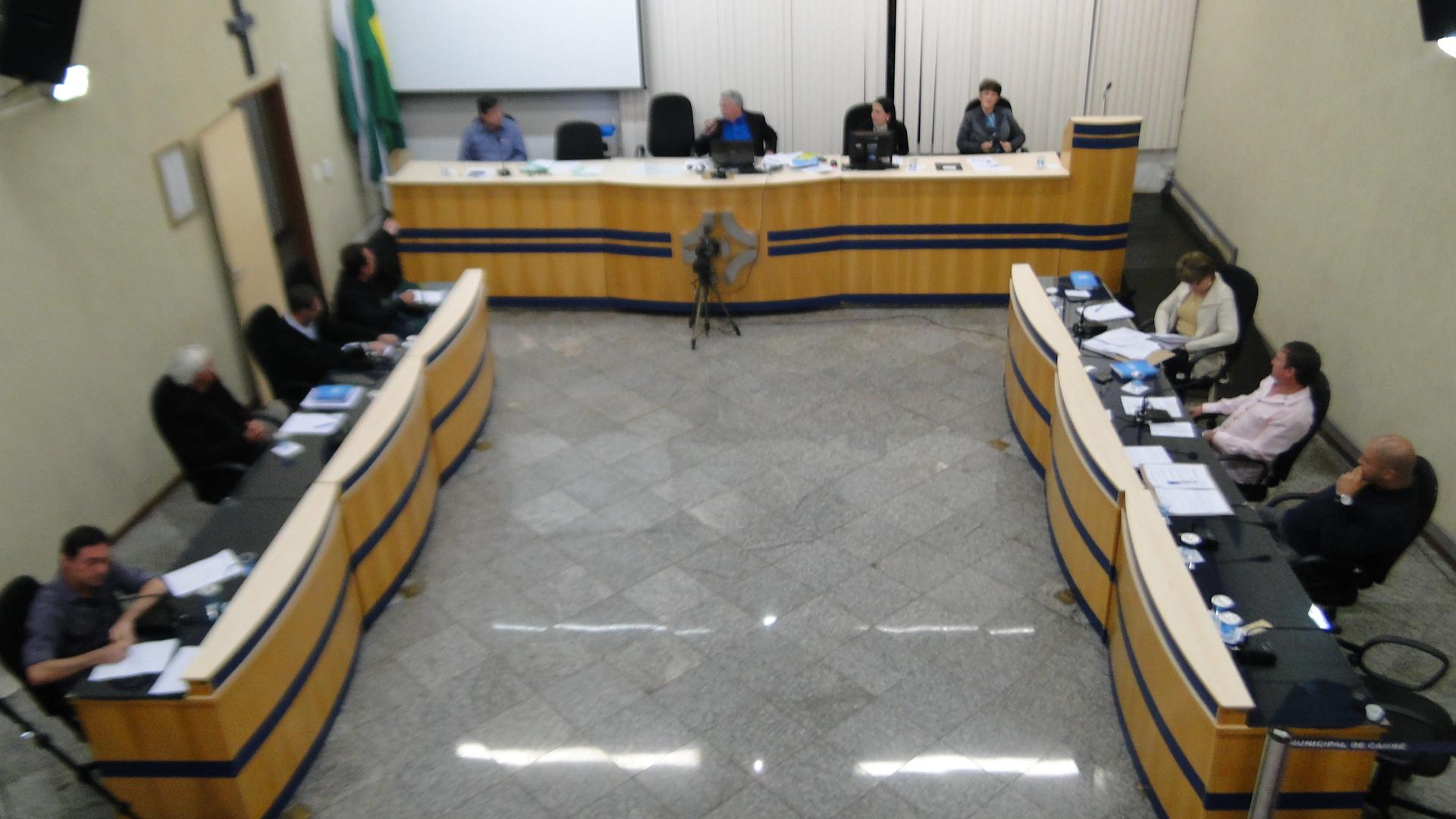 Requerimentos e ofícios apresentados pelos Vereadores na sessão ordinária do dia 23/09/2013