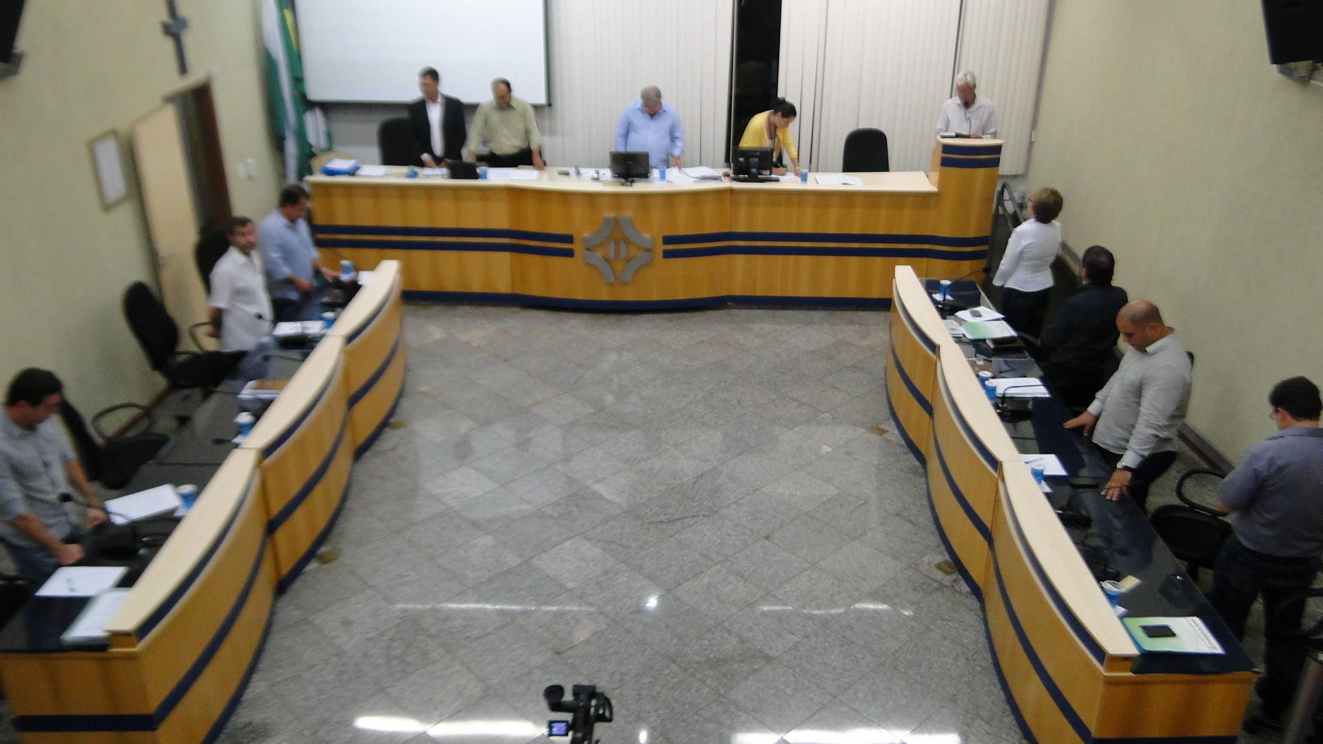 Requerimentos e ofícios apresentados pelos Vereadores na sessão ordinária do dia 24/02/2014